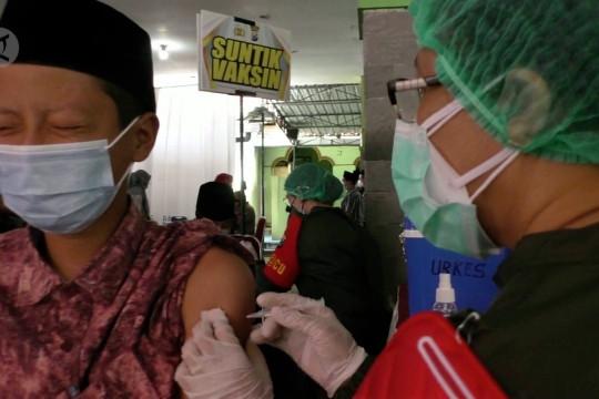 Presiden minta vaksinasi dipercepat dan maksimalkan isoter