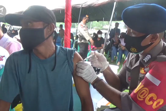 Alumni Akpol 97 vaksinasi 1.000 warga Donggala