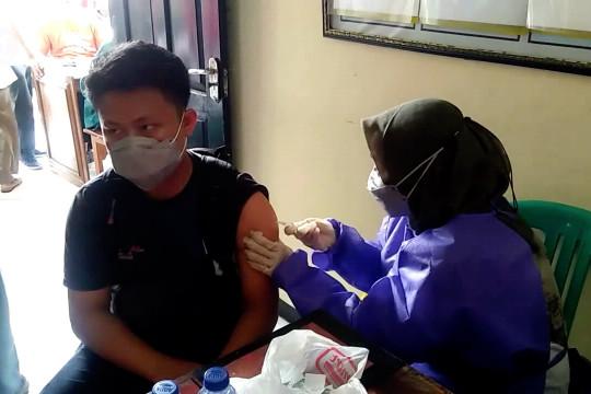 Vaksinasi COVID-19, Pandeglang sasar pelajar, Cirebon ke nelayan