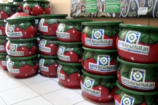 BPJS Kesehatan hibahkan 100 tong sampah untuk Palangka Raya