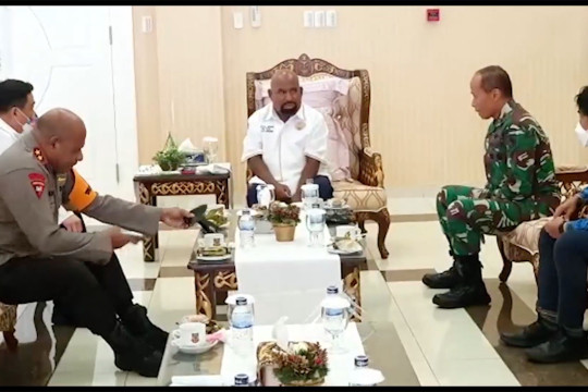 Gubernur Papua bahas rencana Presiden buka PON XX