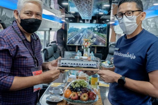 Ke Cirebon, Sandiaga gunakan Kereta Istimewa