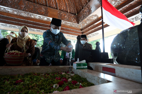 Menteri PPN berziarah ke makam Presiden Soekarno