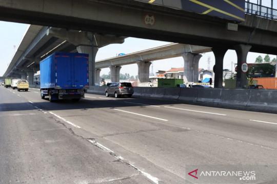 Jasa Marga perbaiki 2 titik jalan di Tol Jakarta-Cikampek sejak Jumat