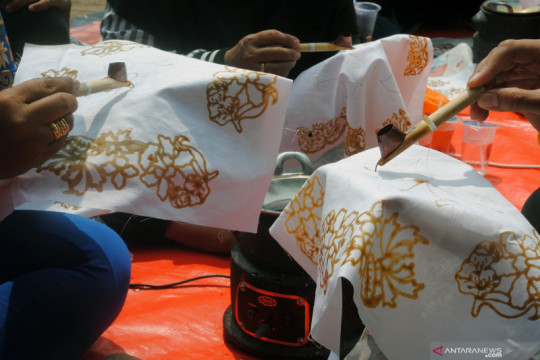 Sandiaga: Hari Batik tumbuhkan kecintaan dan rasa bangga pada budaya