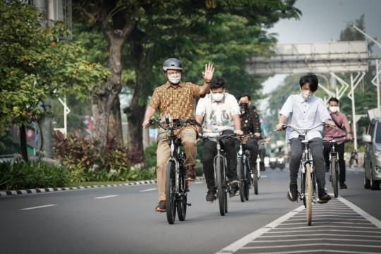 Jakarta kemarin, Anies ajak bersepeda hingga rekayasa jalan