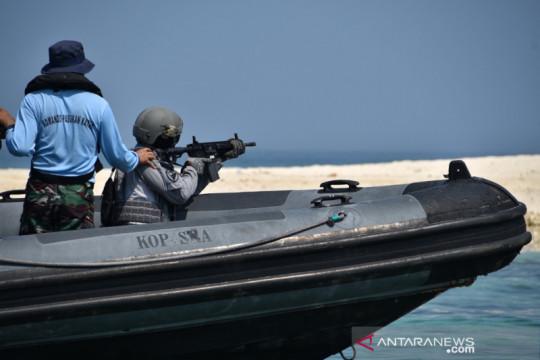 Pasukan elite Bakamla latihan menembak
