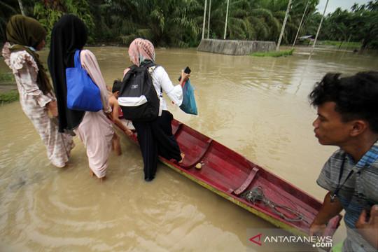 Pengungsi banjir di Aceh Utara berangsur pulang ke rumah