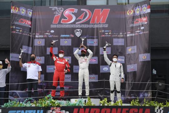 Pembalap Toyota Team Indonesia raih podium pertama di ITCR seri ke-3