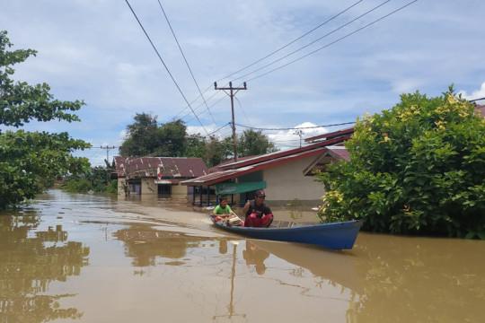 Tinjau lokasi banjir, Bupati Kapuas Hulu minta warga tetap waspada