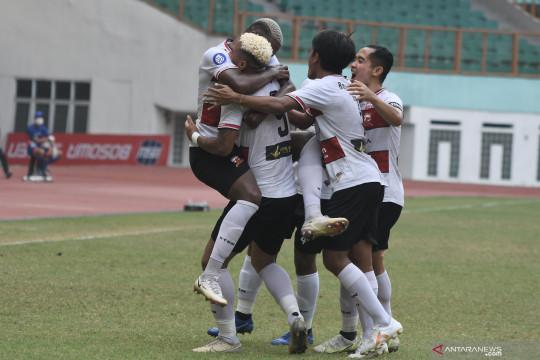 Madura United FC  vs Persipura Jayapura berakhir imbang 2-2