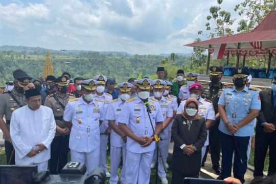 Kasal pimpin penghormatan pejuang ALRI di TMP Kalibakung