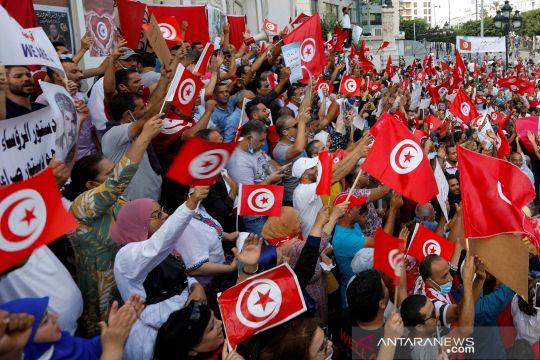 Ribuan warga Tunisia turun ke jalan menentang Presiden Saied