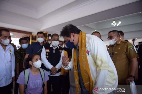 Airlangga minta percepat vaksin tahap tiga bagi nakes di Ambon