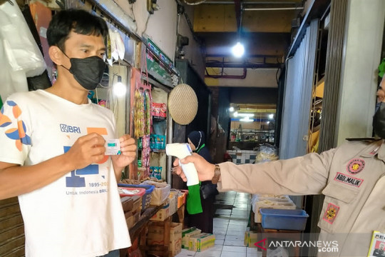 Pedagang Pasar Cipete Utara diwajibkan tunjukkan sertifikat vaksin