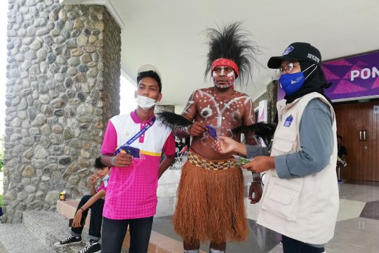 Satgas Protokol Kesehatan bagi ribuan masker di Mimika