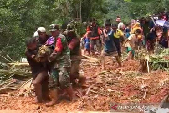 Jasad empat korban tanah longsor di Luwu ditemukan