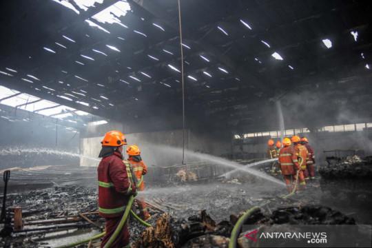 Kebakaran pabrik tekstil di Bandung
