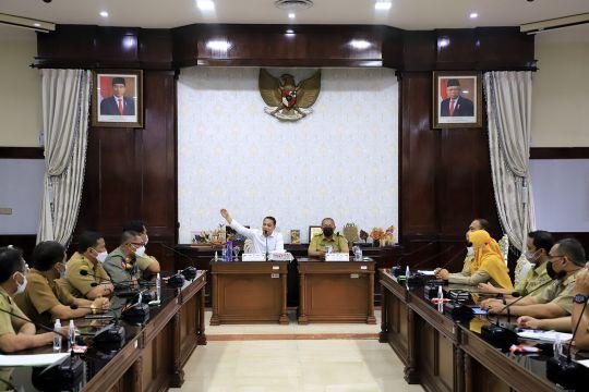 Wali Kota Surabaya minta camat-lurah edukasi pedagang soal prokes