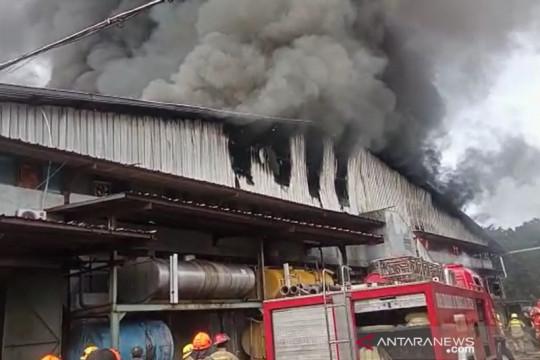 Kebakaran terjadi di pabrik garmen di tengah Kota Bandung