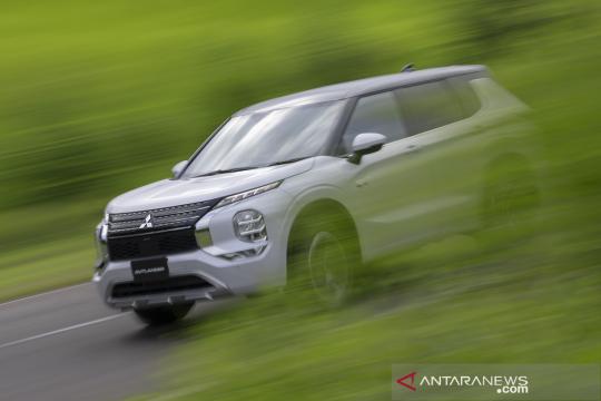 Mitsubishi segarkan Outlander PHEV dengan sistem S-AWC baru
