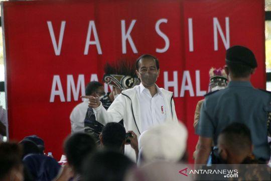Presiden Jokowi tinjau vaksinasi COVID-19 di Sorong