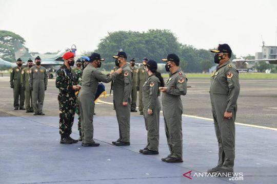 Ketua DPR dan ketua MPR dapat brevet Wing Kehormatan Penerbang TNI AU