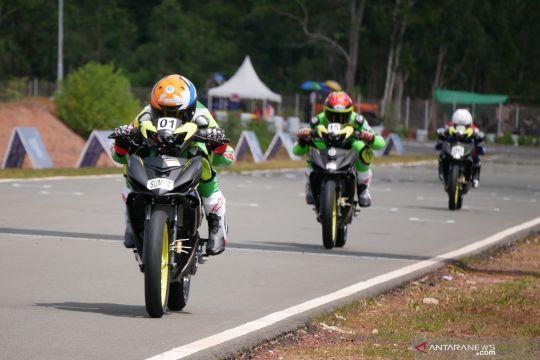 Pebalap DKI Fadly kecelakaan saat berlomba di nomor road race
