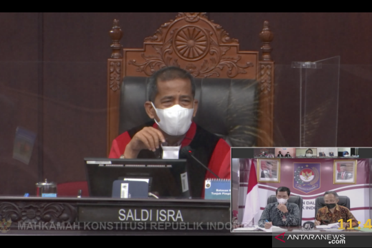 Hakim MK sebut terlalu banyak pihak terlibat dalam pemilu di Indonesia