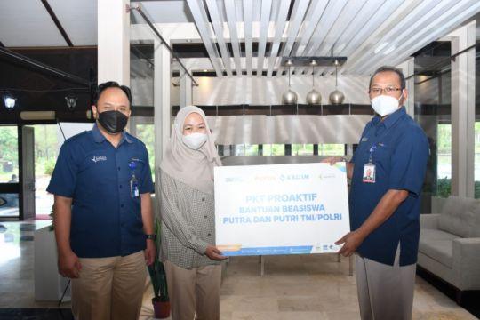 Sambut HUT TNI, Pupuk Kaltim salurkan beasiswa putra-putri TNI/Polri