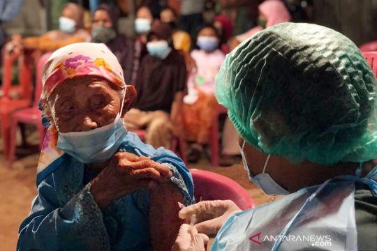 Vaksinasi dosis pertama di Indonesia tembus 100 juta orang