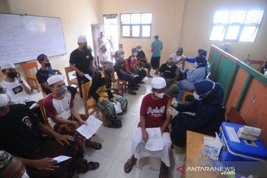 1.500 santri Ponpes Al Falah Putera ikuti vaksinasi Polda Kalsel