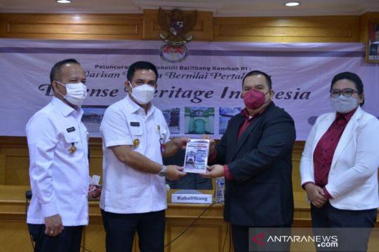 """Balitbang Kemhan meluncurkan Buku """"Defense Heritage"""""""