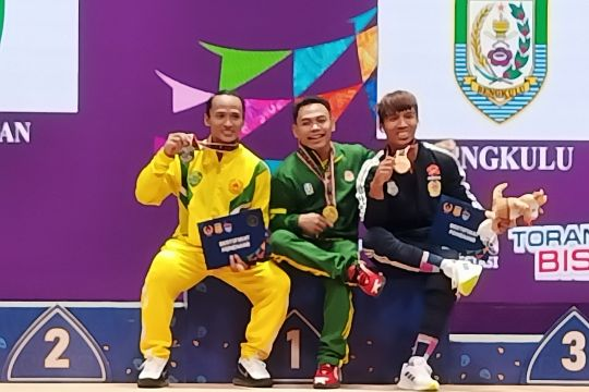Saat lifter Indonesia di Olimpiade berebut medali PON Papua