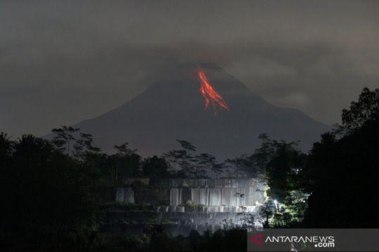 Gunung Merapi meluncurkan enam guguran lava pijar sejauh 1,5 km