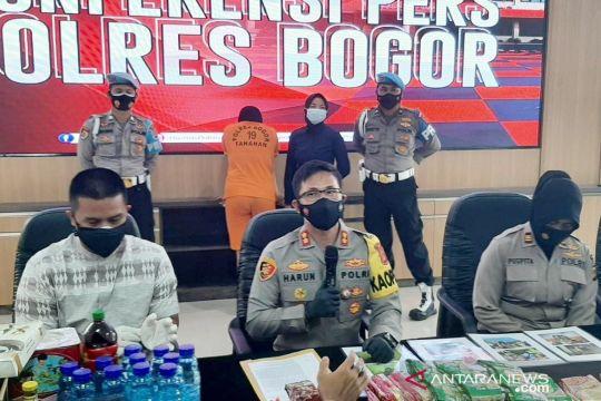 Polres Bogor menangkap wanita penjual produk kedaluwarsa
