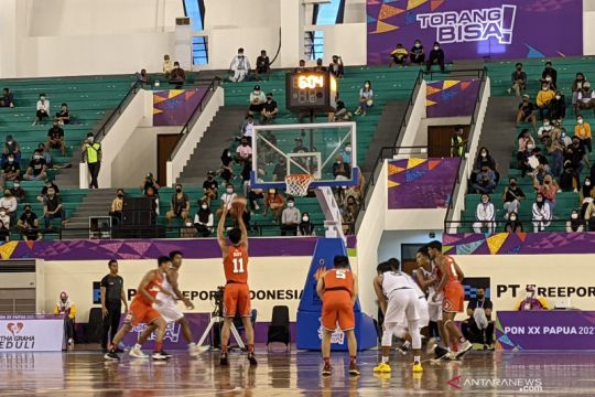 Tim bola basket putra DKI dan Jateng lolos ke semifinal PON Papua
