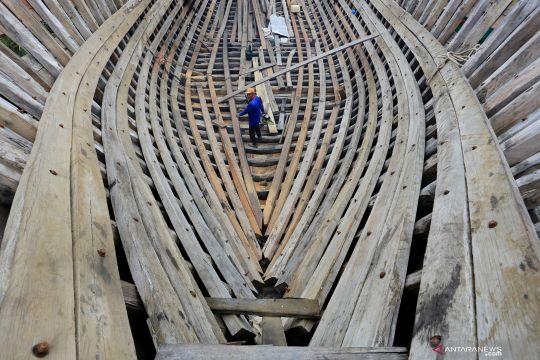 Pembuatan kapal kayu besar di DAS Krueng Aceh