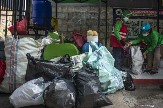 Sekolah pelaksana PTM di Jakarta Barat ikuti program bank sampah