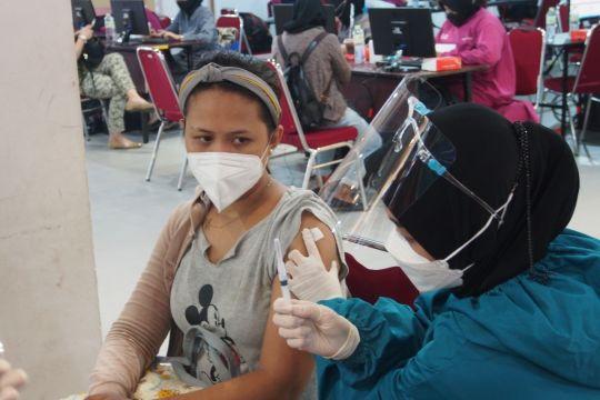TNI gelar Serbuan Vaksinasi COVID-19 di pusat perbelanjaan Surabaya