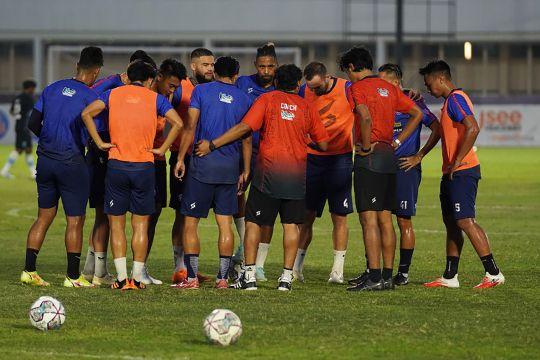 Arema FC geber latihan jelang bergulirnya seri 2 kompetisi