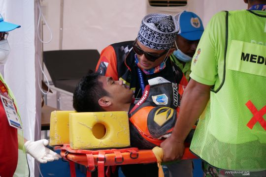 Pebalap DKI Fadly dioperasi setelah kecelakaan roadrace PON Papua