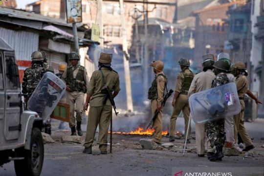 Milisi tembak mati dua guru di Kashmir India