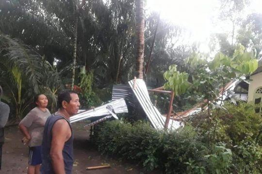 Puting beliung rusak 34 rumah warga desa di Serdang Bedagai Sumut