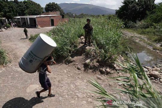 Perlintasan warga usai perbatasan Venezuela-Kolombia dibuka