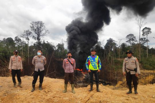 Pemadaman api sumur minyak ilegal di jambi tunggu tim teknis Pertamina