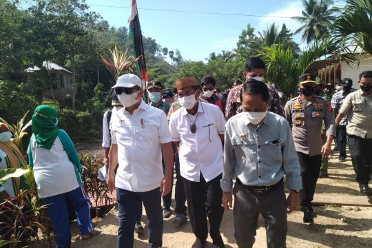 Menteri PPN/Bappenas tinjau lokasi banjir Talumelito