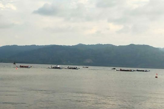 Kalteng rebut emas dari Jabar di perahu naga 1.000 meter campuran