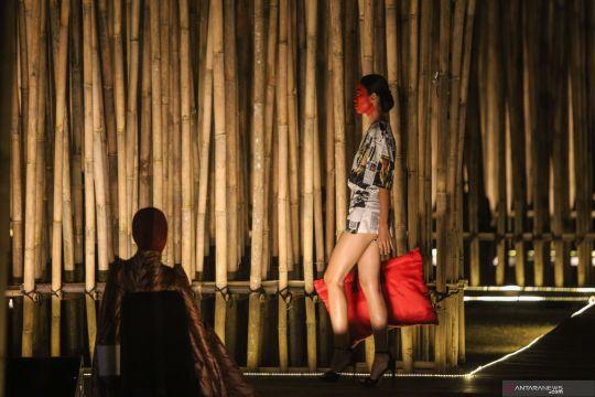 Peragaan busana Gantari di Prambanan peringati Hari Batik Nasional