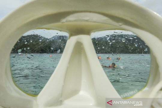 Wisata snorkeling di Pantai Rubiah Sabang